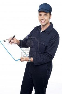 15243877-courier-repartidor-de-conseguir-la-firma-del-cliente-despues-de-la-entrega
